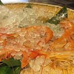 雲丹と海老の専門店 魚魚魚 - 殻付きの大きな生海老もありました。