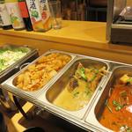 雲丹と海老の専門店 魚魚魚 - お惣菜コーナーです。