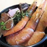 雲丹と海老の専門店 魚魚魚 - エビ好きの後輩女子は、海老丼にしてました。