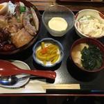 小塙 - 肉彩り丼の全容