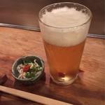 鳥田むら本店 - 生ビールとお通しの鶏皮ポン酢