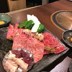 73606122 - ホルモン、カルビ、ロース、肉芯一枚肉                       壱番と参番組み合わせ