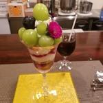 73612642 - 葡萄のパフェとアイスコーヒー