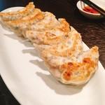 大豊記 - 元祖恵比寿餃子 3ヶ盛 @480円×2人前 皮は薄めで、中にはギッシリお肉が詰まった肉まんみたいな餃子。