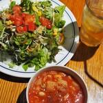 関谷スパゲティ - 別オーダーのサラダ、スープは量多し!