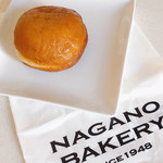 長野ベーカリー - イチゴドーナッツ @190円 表面のコーティングの粉砂糖は溶けちゃったけど。