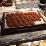 ポルト - ミニクロワッサンはおいしいが、ホテルの朝食ブュッフェとかわらず