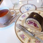 73618177 - シャンプノワーズと紅茶