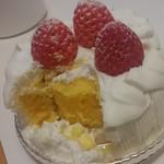 パティシェ ジュン ホンマ - スペシャルケーキ(割り)