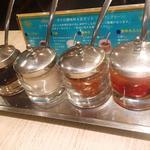 チャンパーカフェ - 机上の調味料たち
