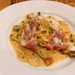 ソラティオ イタリアーノ - ポルチーニ茸と生ハムのクリームパスタ 「とろけるような生ハム」のフレーズでオーダー。美味しい♡