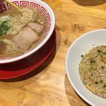 アイアイラーメン - 塩ラーメン、半炒飯セット890円