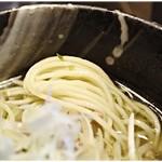 青唐爽麺 ハルク - 中細ながらも意外と重さを感じる麺です。