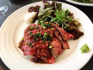 カフェ マリオ シフォン - こだわりの黒毛和牛のローストビーフご飯
