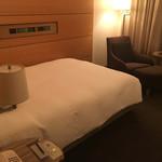 丸の内ホテル - セミダブルベッド