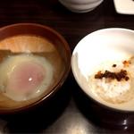 神戸牛らーめん 八坐和 - 麻辣麺の温泉卵&ご飯
