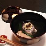 料理屋 真砂茶寮 - お椀:月見椀 太刀魚のしんじょ