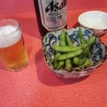 まるぶん - 瓶ビールとお通しの枝豆
