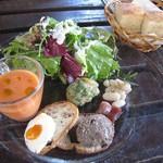 ラッテリア ベベ  カマクラ - 前菜7種盛り合わせ + パン