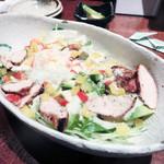 近江屋 - 寺新鶏とアボカドのシーザーサラダ(864円)