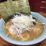 横浜ラーメン はま家 - 醤油ラーメン(中盛)味玉・ネギ増し890円