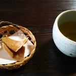 かおく - 蕎麦せんべいと蕎麦茶
