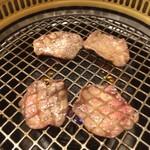 関内苑 - タン焼き