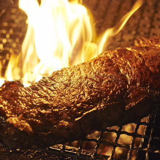 肉料理に定評あり。世界の厳選美食材をシェフ独自にアレンジ