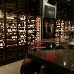 ワインハウス 南青山 - 壁一面ワインセラー