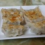 玉蘭 - 焼餃子。餡がしっかりしていてボリュームあります。