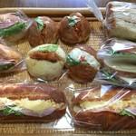 ベッカライ ヤキチ - 今日買ったパン達♪3人分♪ 左上のパンが超美味しかった。