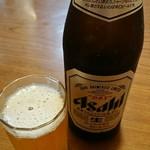 とん平 - 瓶ビール。