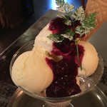 ザリガニカフェ - ベリーとチーズクリームのパフェ