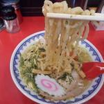 赤湯ラーメン 龍上海 - 麺リフトアップ