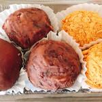 田沼堂 - 料理写真:おはぎ 1個120円。つぶしあん2個、きな粉2個買ったら、こしあんを1個サービスしてくれました。