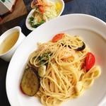 洋食屋ゼペット - 小エビ・ナス・トマトの香草パスタ(2017.9.24のランチメニュー)