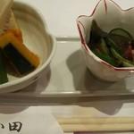 食彩酒菜 おか田 - お通し、タコきゅうりの酢の物、高野豆腐など煮物