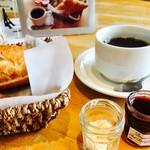 73648370 - モーニングのコーヒー、バターとボンヌママンのジャム(チェリーを選択)。ジャムは余ったら持ち帰りOK♪