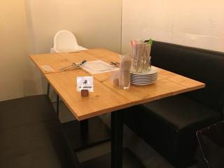 ピッツェリア エ トラットリア スペッソ - お子様椅子等もあります