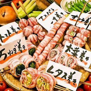 華やかに彩る串焼き地鶏、海鮮、野菜!