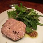 トラットリア・リョウゴク - ボーノポークのパテと野菜添え
