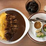 ニューバレー - D とん、たまカレー(サラダ・スープ・コーヒー付き) 1200円 + 大盛り150円 今回ご飯大盛りにしましたが物凄いボリューム!