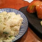 73654356 - ポテトサラダ 300円、冷やしトマト 250円