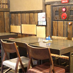 かど屋 - 店内のテーブル席