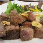 焼きやき亭 - 宮崎産和牛ヒレのサイコロステーキ。