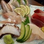 旬魚菜 しら川 - 刺し身盛り合わせ(カイワリ、平ソーダカツオ、平目、タコ)