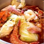 明月館 - 韓国風海鮮鍋(煮込み前)