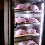 今福 - 冷蔵庫には美味しそうなお肉さんが
