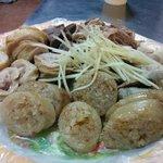 基隆阿雲大腸圏 - 大腸圏。もち米を大腸に詰めています。
