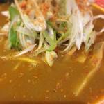 海老丸らーめん - まるでブイヤベースのようなスープ
